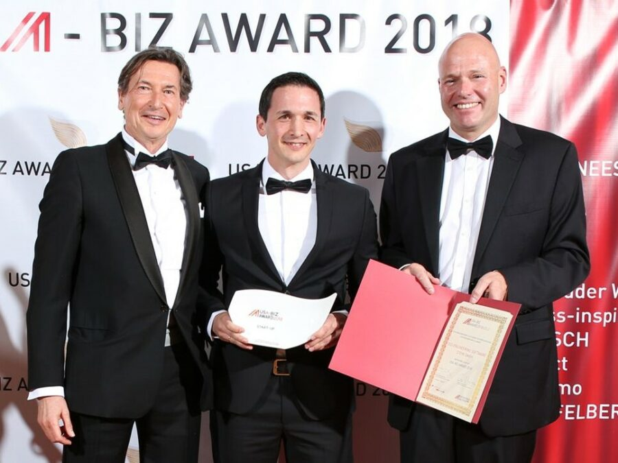 CMO Karl Felbauer (2nd f.l.) receiving the award in Los Angeles
