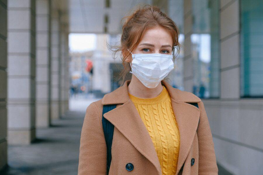 womanwithfacemask